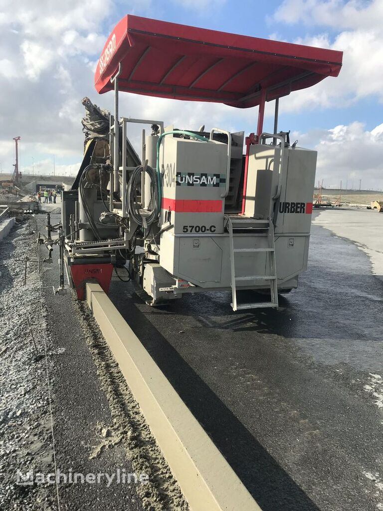 Power Curber 5700 C finišer za beton